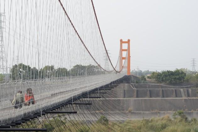 丹林吊橋3