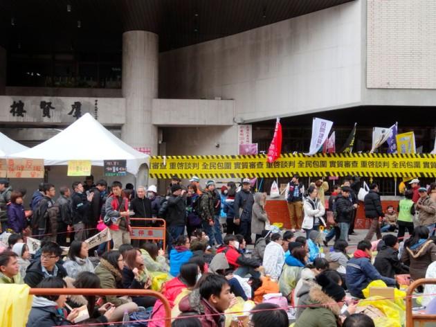 全民包圍 實質審查 重啟談判@群賢樓前