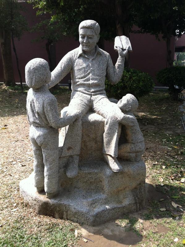 台南市台南文化中心的「禁書」雕像