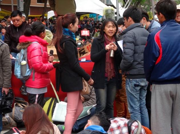台大社會系藍佩嘉老師@街頭民主教室後@濟南路