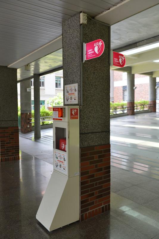AED@求真樓入口@文藻外語大學