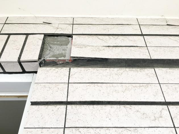 地震後陽台丁掛磚掉落