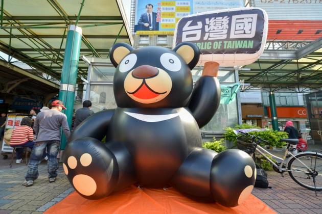 台獨黑熊氣球展6